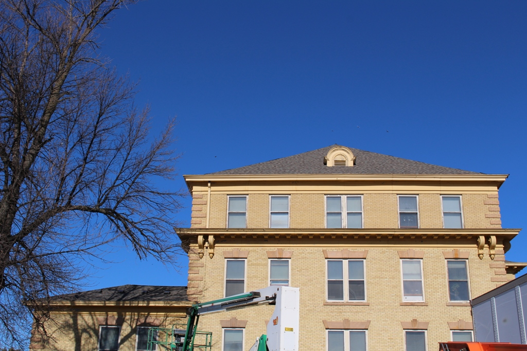 Riverside Manor. This 1907 Historic Building Is Receiving Energy Efficient  Windows, A New Roof, Tuck Pointing, Exterior Paint And New Eaves Troughs To  ...